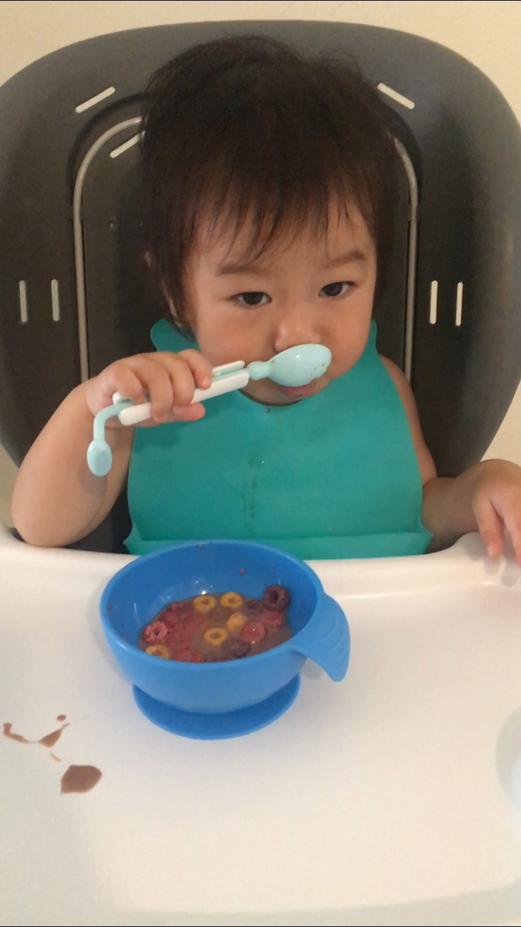 Mengajarkan Anak Makan Sendiri (Self-Feeding)